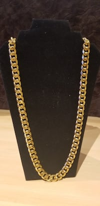 Brand new 18k gold plated necklace with box