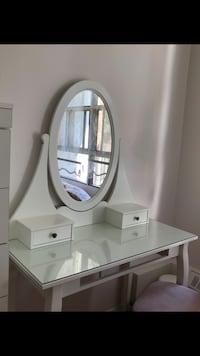 Dressing table with mirror/makeup table Toronto, M3J 1E2
