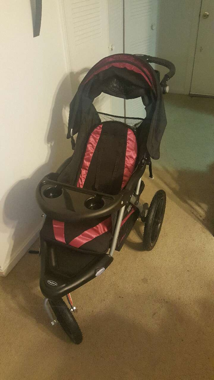 never used baby trend jogging stroller dark pink in manchester letgo. Black Bedroom Furniture Sets. Home Design Ideas