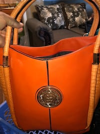 orange and black leather tote bag Hinesville, 31313