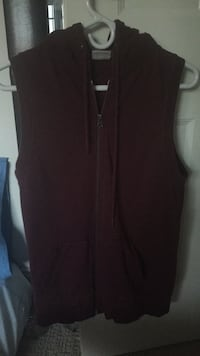 Men's burgundy hooded zip-up vest Port Coquitlam