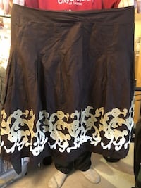 $4 only size 14 petite fancy dress skirt gorgeous design and pattern see pictures if posted it's available excellent condition too small for me  Burnaby, V5E