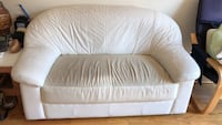 Leather love seat  Vancouver, V5S 1E6