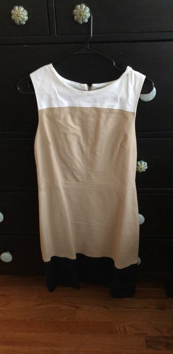 Women's size 6 dress  ccf2f2f8-c655-4c52-91c8-6465658208bb