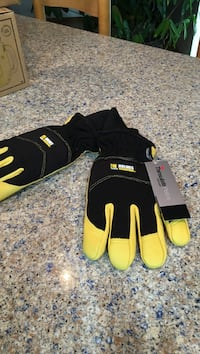 black and yellow thinsulate gloves