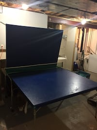 Blue wooden ping-pong table Newmarket, L3Y 8L5