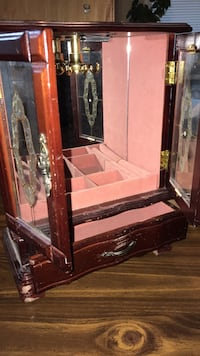 Girl's Jewelry Box