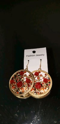 Red rose theme round earrings Oxon Hill, 20745