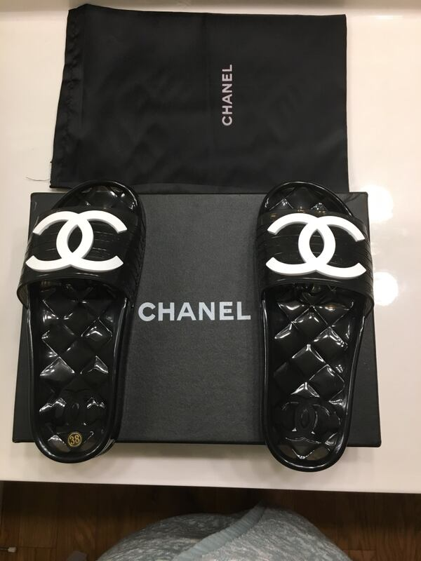 Chanel slides size7 for women  e86020ec-bf53-41b0-9069-6adc8b0f3256