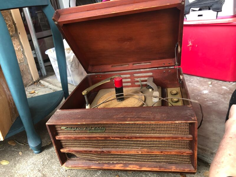 Antique record player works!! Last pic is base but no legs 328a6ca1-98af-4fde-b5a8-ac1179bbd14b