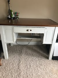REAL WOOD desk very solid  Greenville, 27834