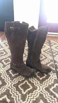 Suede boots Lightly worn Edmonton, T5A 4X2
