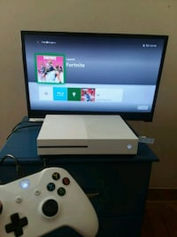 white Xbox One console with controller and box Cincinnati, 45232