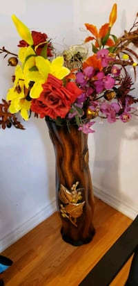 Vase with Flowers for sale Mississauga, L5R 2N1