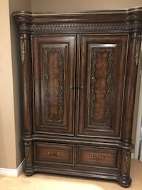 Brown wooden 2-door cabinet Markham, L3P 3E2