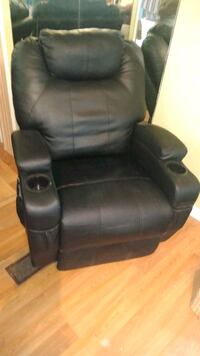 Leather recliner with massager. Miami, 33144