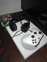 Xbox One S (500Gb) LIKE NEW w/ 1 Controller, Tritton Headset & 3 Games Burton, 48519