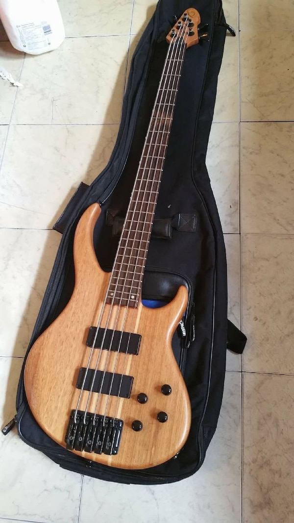 Peavy Grind BXP 5 String Bass
