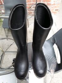 Raining boots size 9 Windsor, N9A 2T4