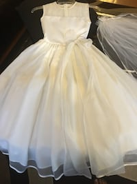 Communion dress size 6 with vail Toronto, M3N 1E7