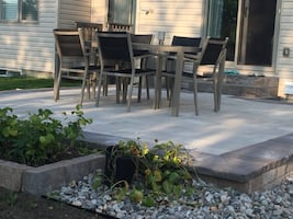 Gluck Stein Home Patio table and 5 Chairs