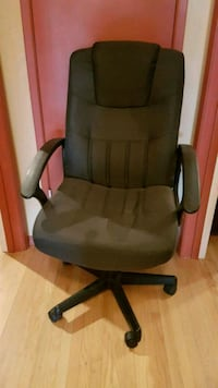 black and gray rolling armchair Winnipeg, R3K 0X2