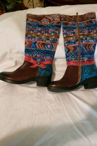 Size Ladies 40. Beautiful unusual Boots.