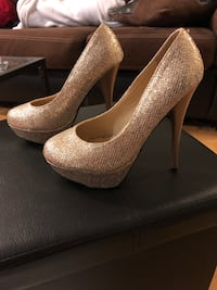 GOLD SPARKLY HEELS // size 8 Toronto, M4S 2N6