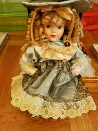 BEAUTIFUL COLLECTOR'S DOLL