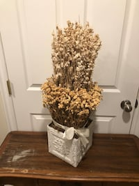 Gorgeous Dried Floral Arrangement W/ Cream Metal Box!!