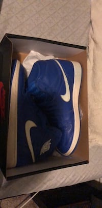 Jordan 1s (willing to. trade for air force 1s) 1465 mi