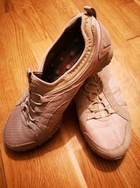 pair of brown leather lace-up shoes Toronto, M5V 3R7