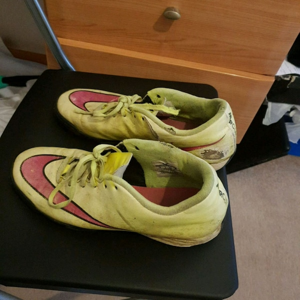 8ce12a95c47 Used pair of white-and-yellow Nike running shoes for sale in Stantonbury