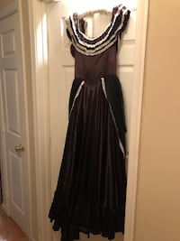 Beautiful Victorian dress. Size small. Dark purple color with white lace detail Oakton, 22124