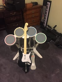 Rock band Drums, and mic for Wii La Place, 70068