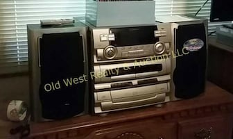 Wanted: Stereo That Plays Cd's Randomly