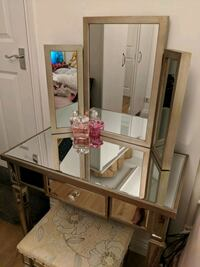Gold mirrored dressing table set London, NW6 6BS