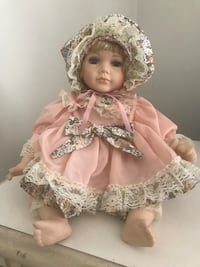 Germán baby porcelain doll . Only stays seated Columbus, 31904