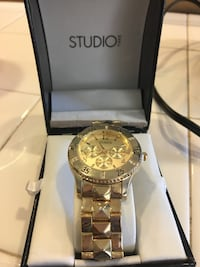 Round gold-colored chronograph watch with link bracelet Visalia, 93277