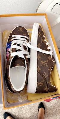 pair of brown Louis Vuitton low top sneakers in box Oxon Hill, 20745