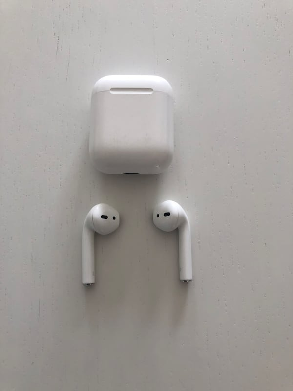 First edition AirPods. 77bd2f14-8ecf-40d7-8801-8d3894b6ad02