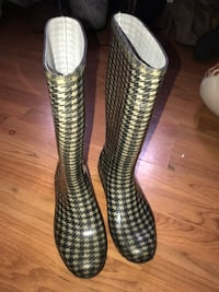 HOUNDSTOOTH RUBBER RAIN BOOTS  Toronto, M9W 6G2
