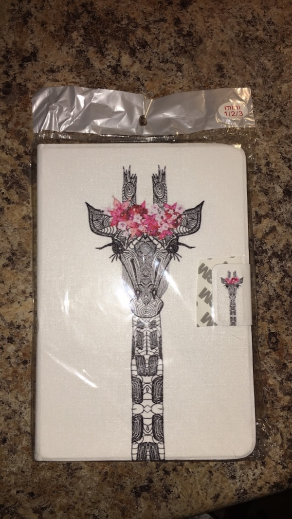 fa816c115b726 Used Black   white giraffe with pink flower crown iPad case for sale in  Maple Ridge - letgo