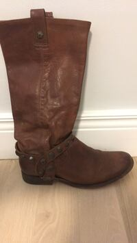 pair of brown leather boots TORONTO