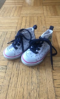 Baby shoes size 4 Mississauga, L4Z 4G8