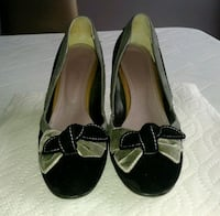 Like new Black and grey suede pumps Richmond Hill, L4C 5B4