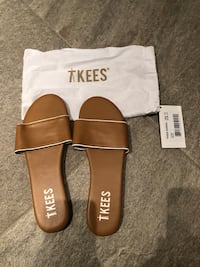 TKEES leather sandals - brand new - size 10 Montréal, H4G 3J1