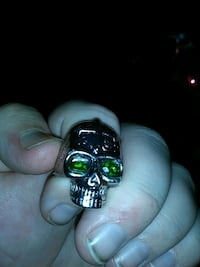 Skull ring with real emeralds in the eyes  Milford, 01757