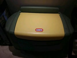 Childs Toy Box Like New