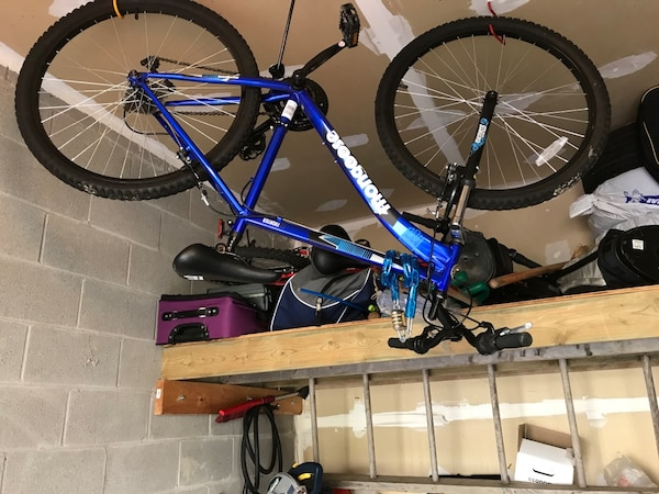 "Mongoose 26"" mountain bike, very good condition steering just needs to be tightened"